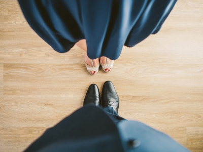 images/esemenyek/suit_couple_blue_shoes.jpg